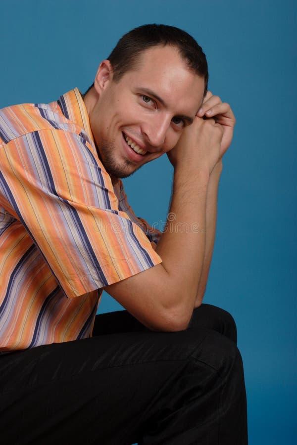 Homem novo de sorriso fotos de stock
