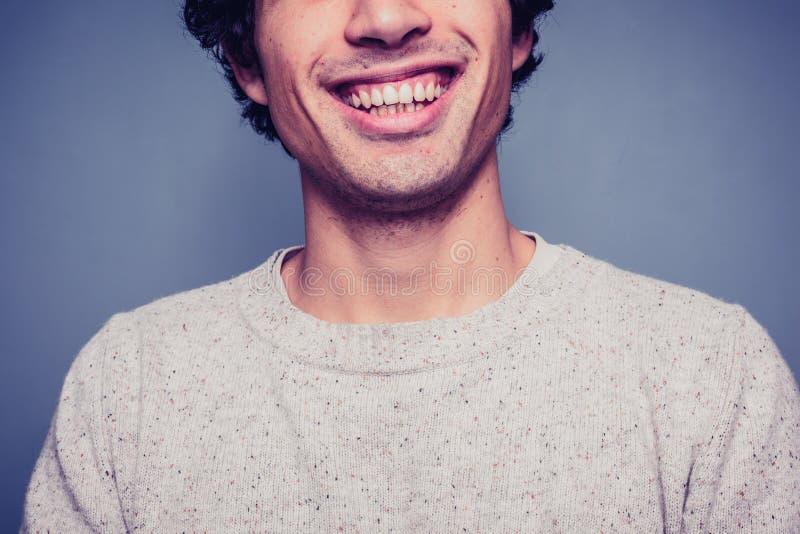 Homem novo de sorriso com dentes sujos imagem de stock royalty free