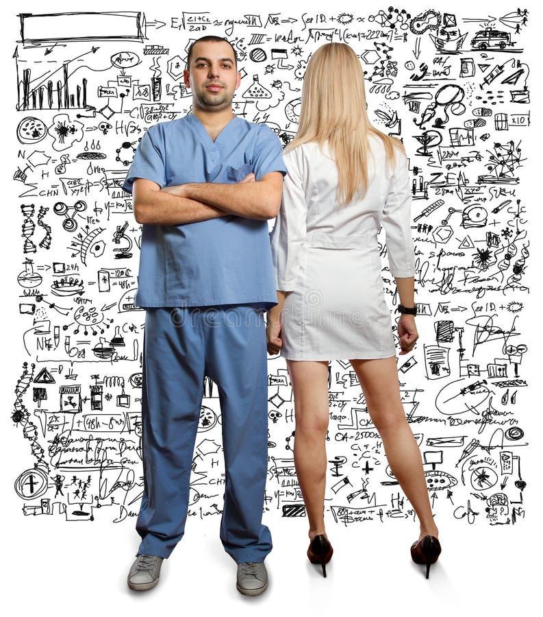 Homem novo do doutor com estetoscópio imagens de stock