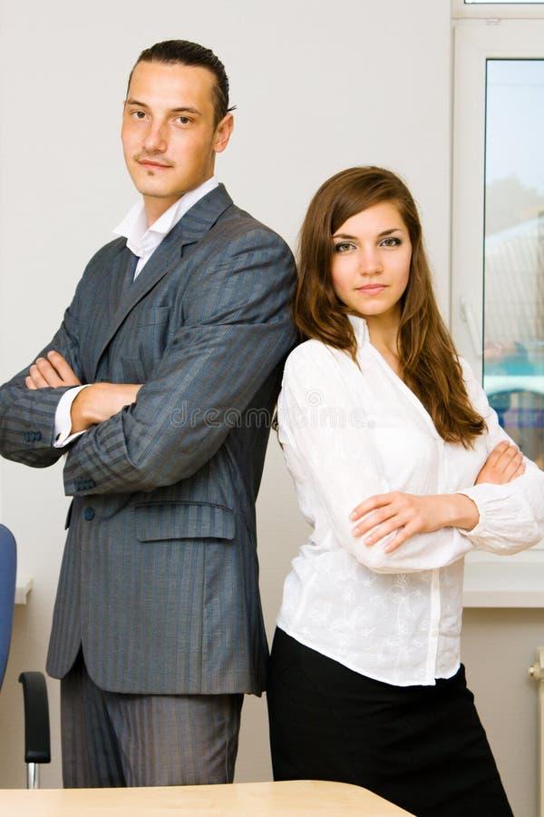 Homem novo e senhora no estilo do negócio imagens de stock