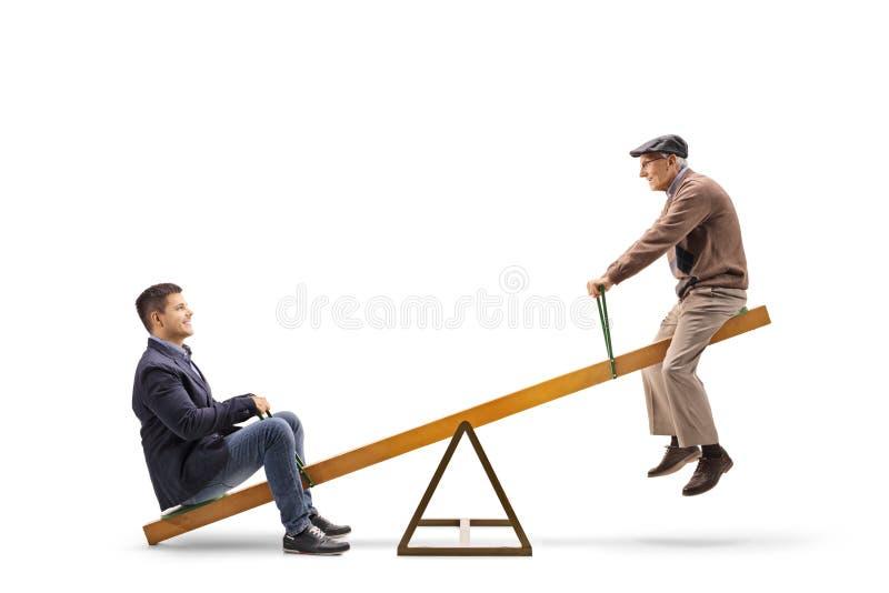 Homem novo e um sênior em uma balancê fotos de stock