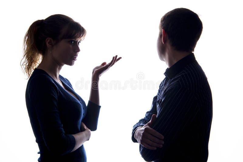 Homem novo e uma mulher em uma disputa fotografia de stock royalty free