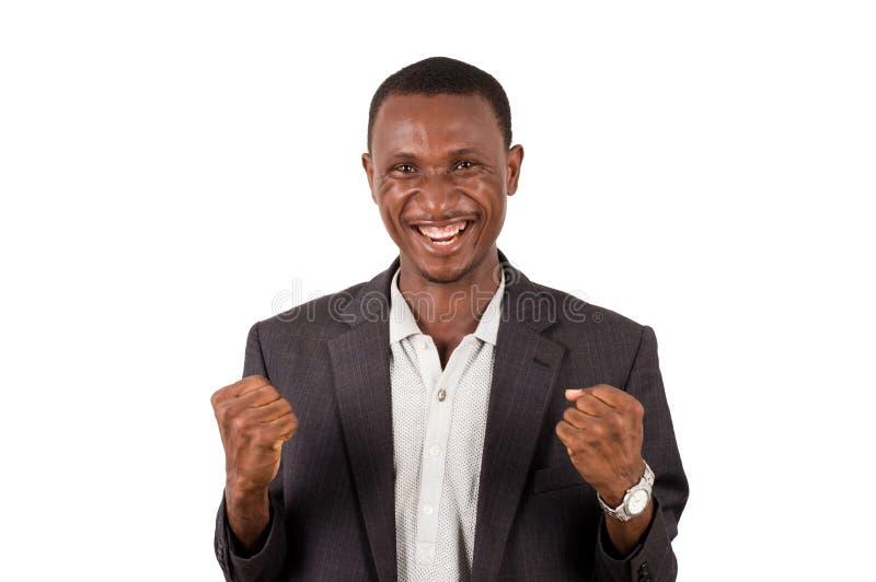 Homem novo em uma posi??o do terno em um fundo branco, feliz fotos de stock royalty free