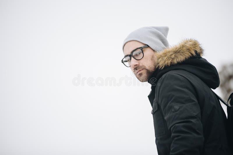 Homem novo feliz com barba fotos de stock royalty free