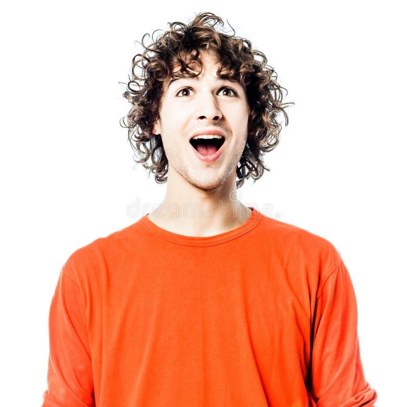 Homem novo feliz olhando acima o retrato imagens de stock royalty free