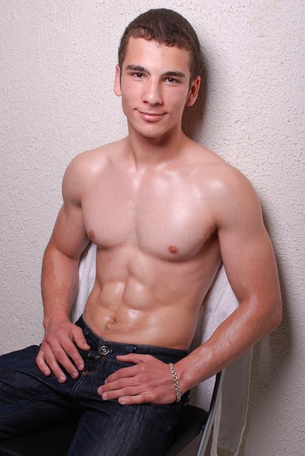 Homem novo muscular imagem de stock