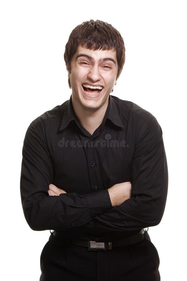 Homem novo no sorriso preto da camisa isolado fotografia de stock