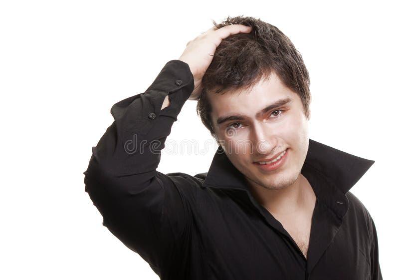 Homem novo no sorriso preto da camisa isolado imagem de stock