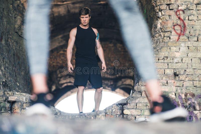 Homem novo no sportswear fotos de stock royalty free