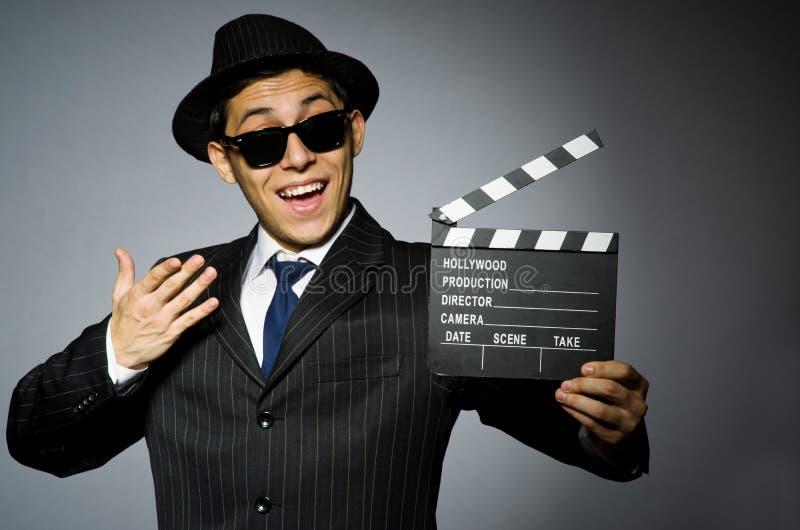 Homem novo no traje e no chapéu listrados clássicos fotografia de stock royalty free