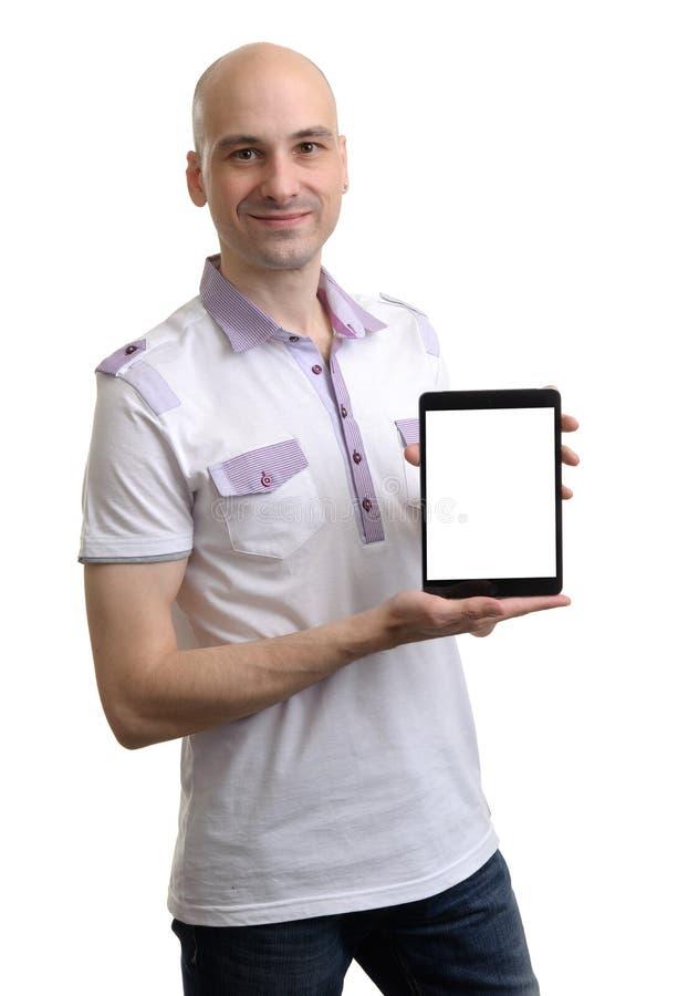 Homem novo ocasional que guarda uma tabuleta de Digitas imagens de stock royalty free