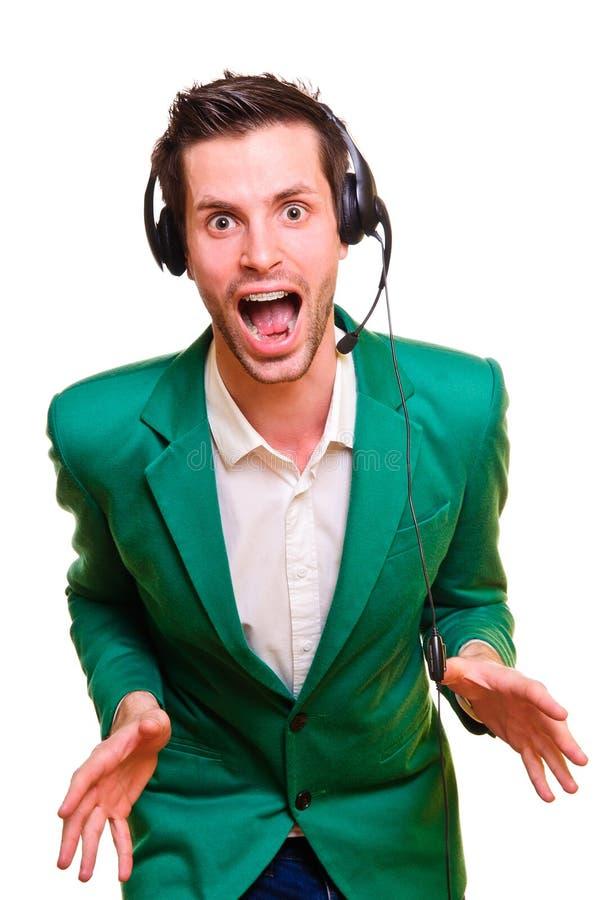 Homem novo que escuta a música fotos de stock