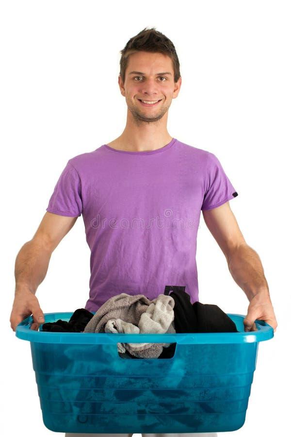 Homem novo que faz a lavanderia fotos de stock