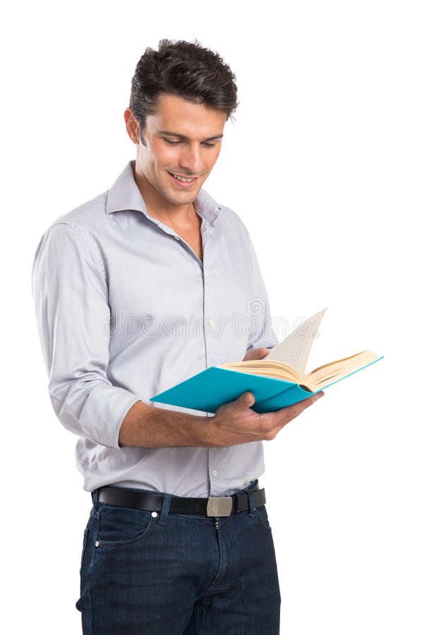 Homem novo que lê um livro fotografia de stock