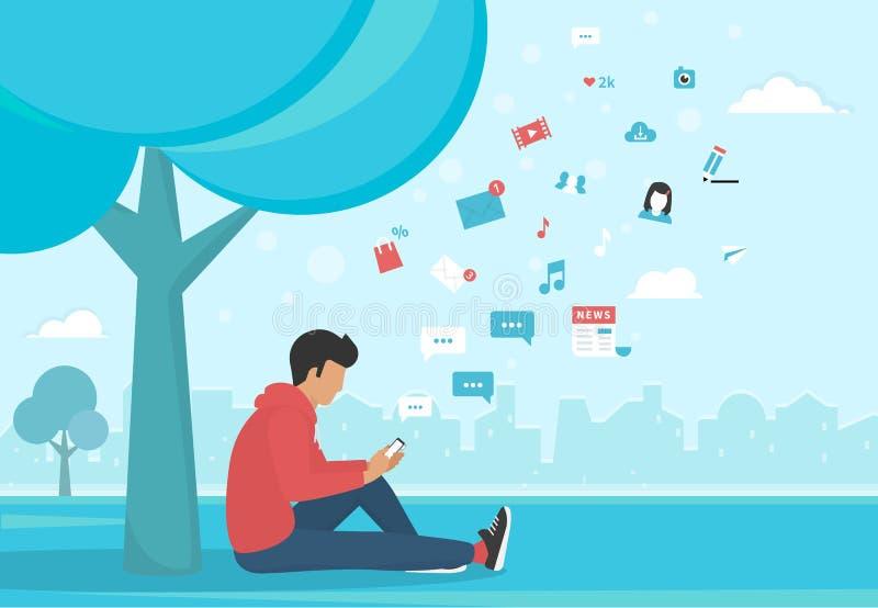 Homem novo que senta-se no parque e nas mensagens texting usando o smartphone ilustração royalty free