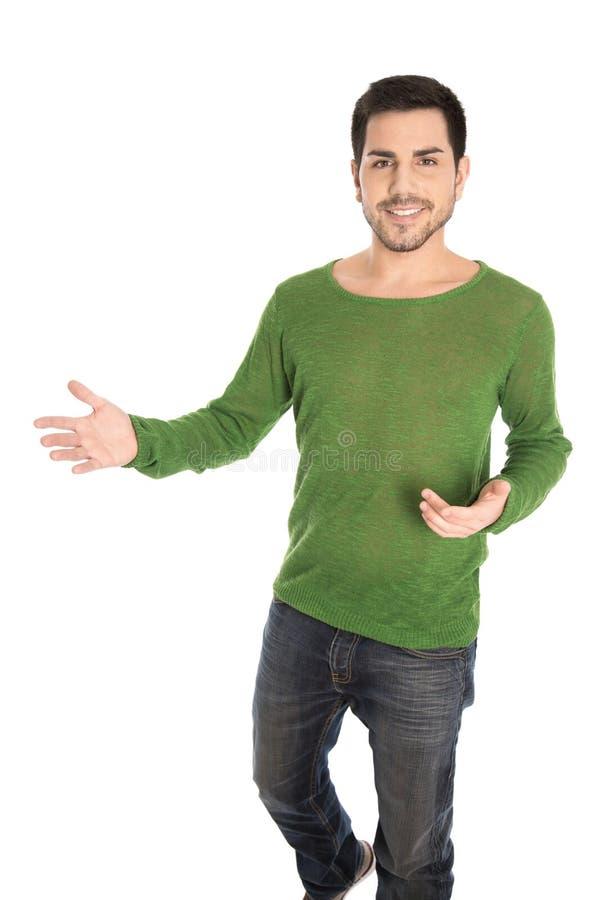 Homem ocasional de sorriso isolado dos jovens que faz o gesto de mão para vendas imagens de stock royalty free