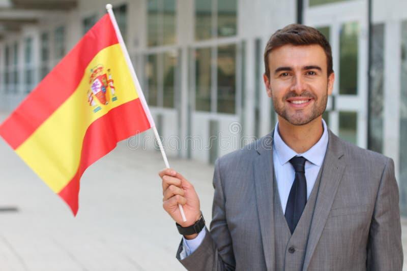 Homem orgulhoso que acena a bandeira espanhola fotografia de stock