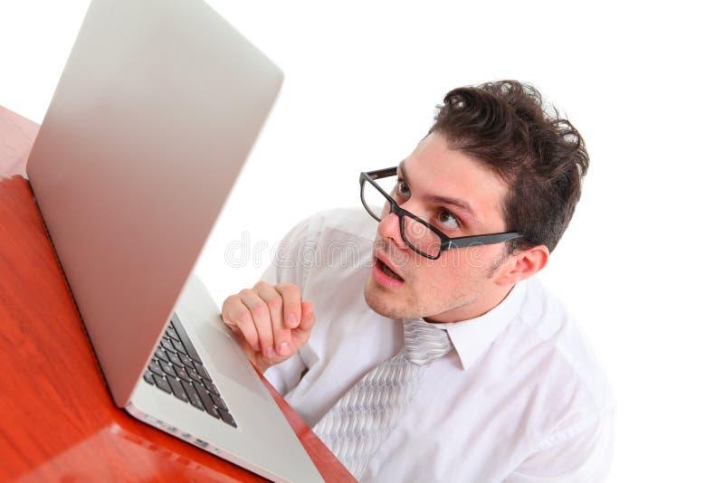 Homem para fora forçado com computador imagens de stock