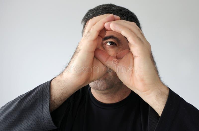 Homem Peeping fotos de stock royalty free