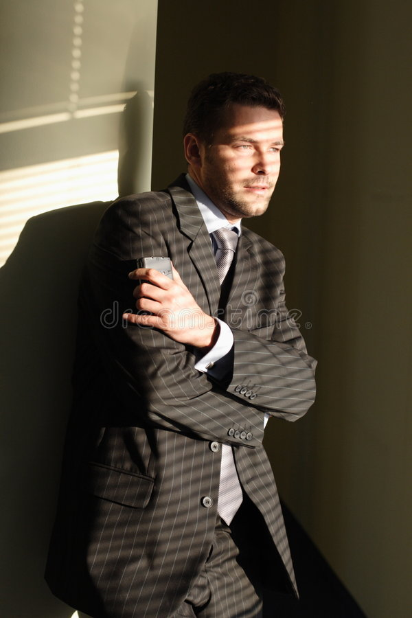 Homem perfeito com palmtop imagens de stock