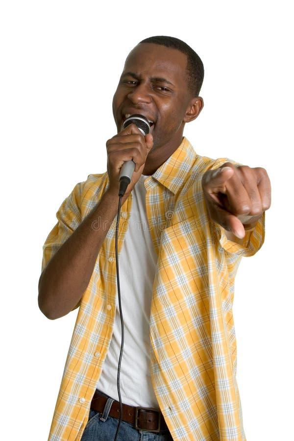 Homem preto do karaoke fotos de stock royalty free
