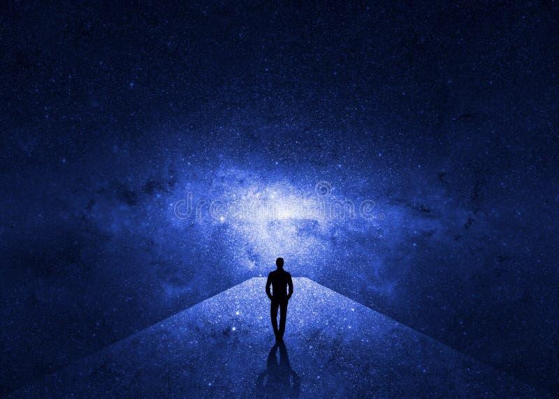 Homem que anda através do universo ilustração stock