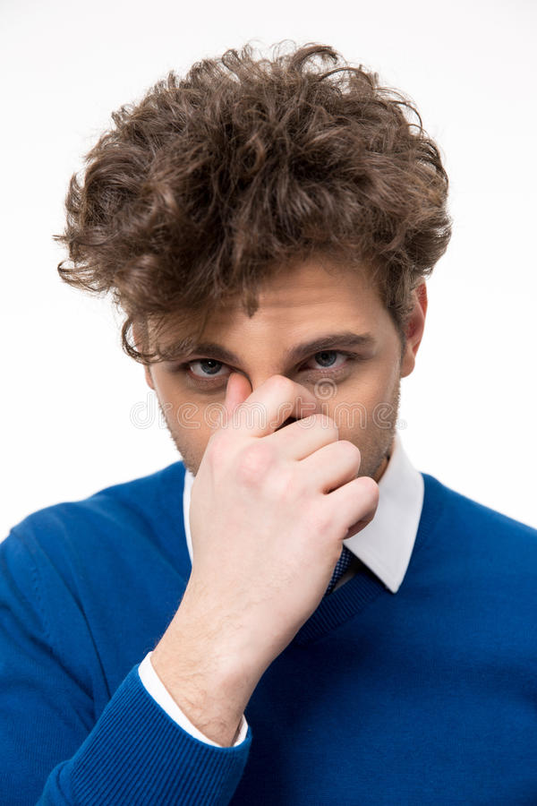 Homem que cobre seu nariz imagens de stock