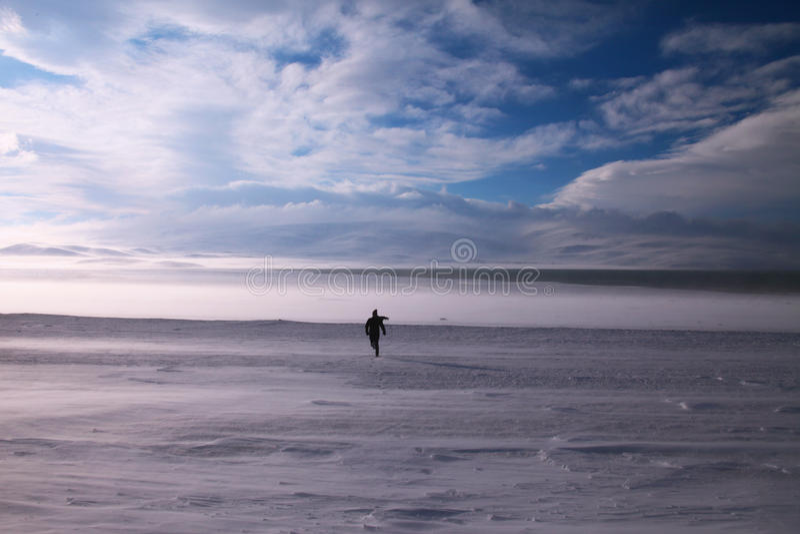 Homem que corre no sonho branco foto de stock