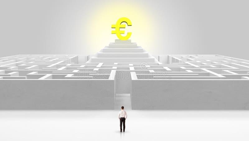 Homem que est? fora de um labirinto com conceito do lucro no meio fotos de stock royalty free