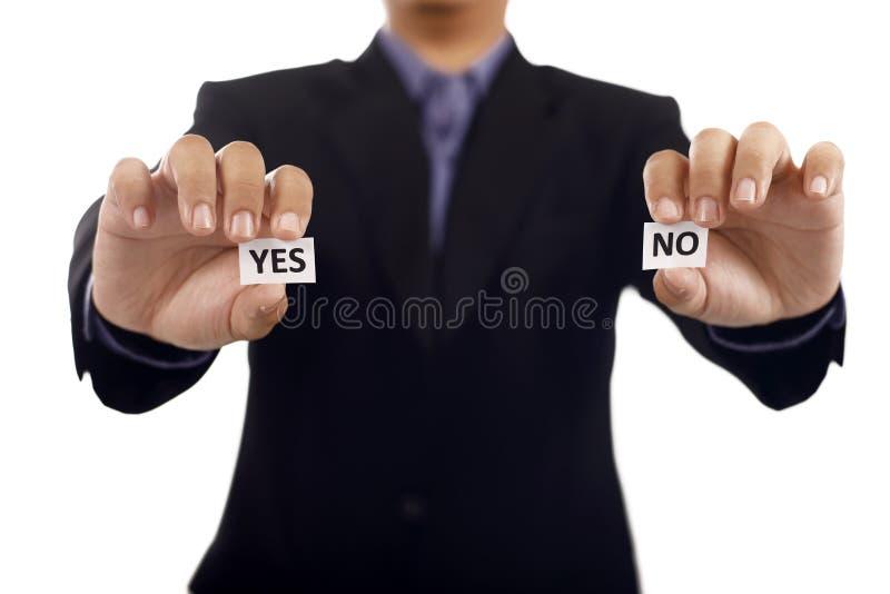 Homem que guarda de papel com Yes e nenhum texto foto de stock