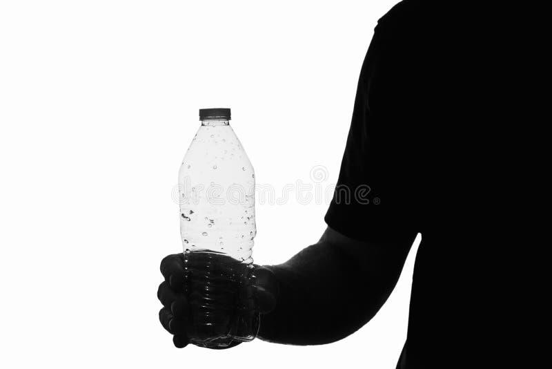 Homem que guarda a garrafa de água vazia imagens de stock