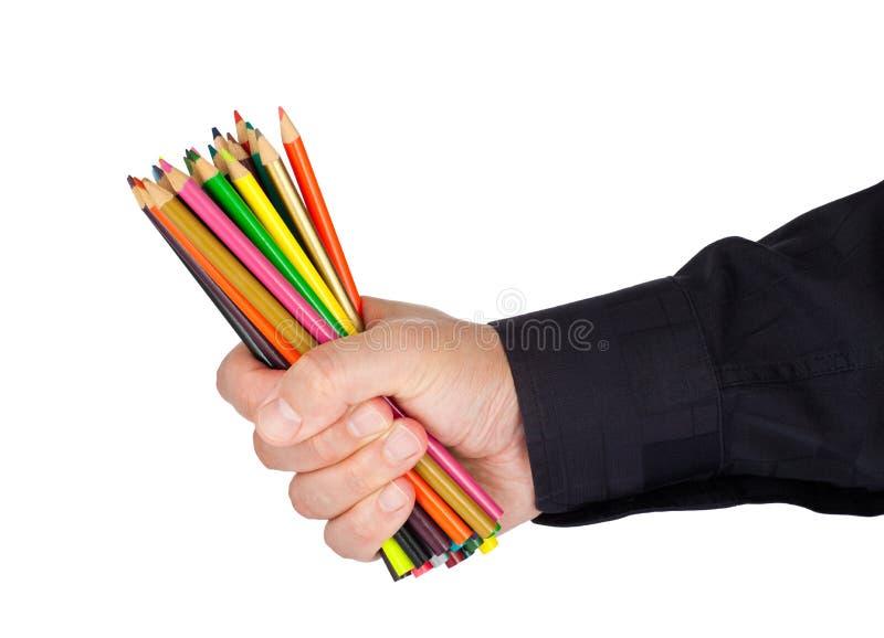 Homem que guarda lotes de lápis da coloração foto de stock