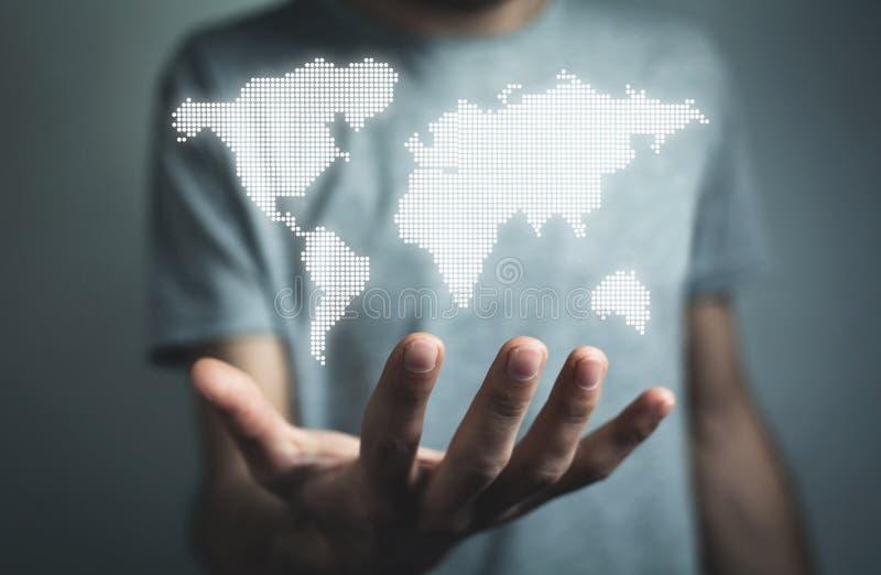 Homem que guarda o mapa do mundo da ilustração Conce internacional do negócio fotografia de stock