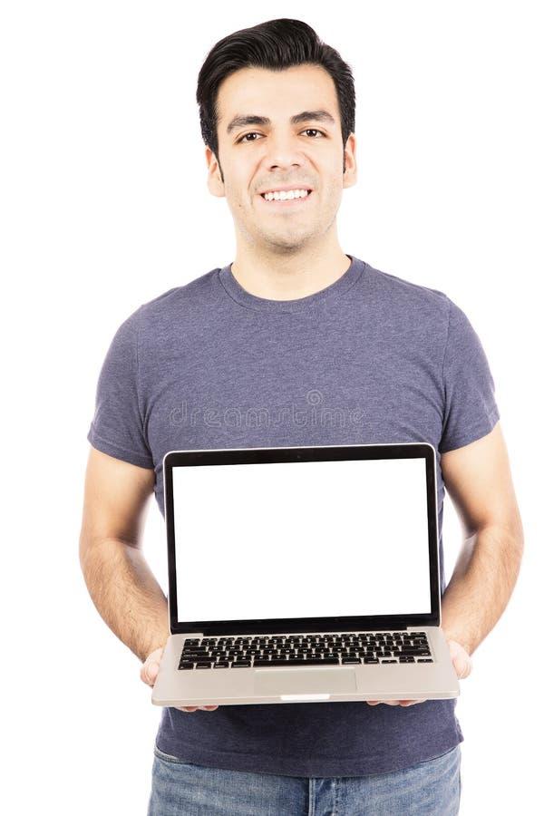 Homem que guarda um portátil fotografia de stock