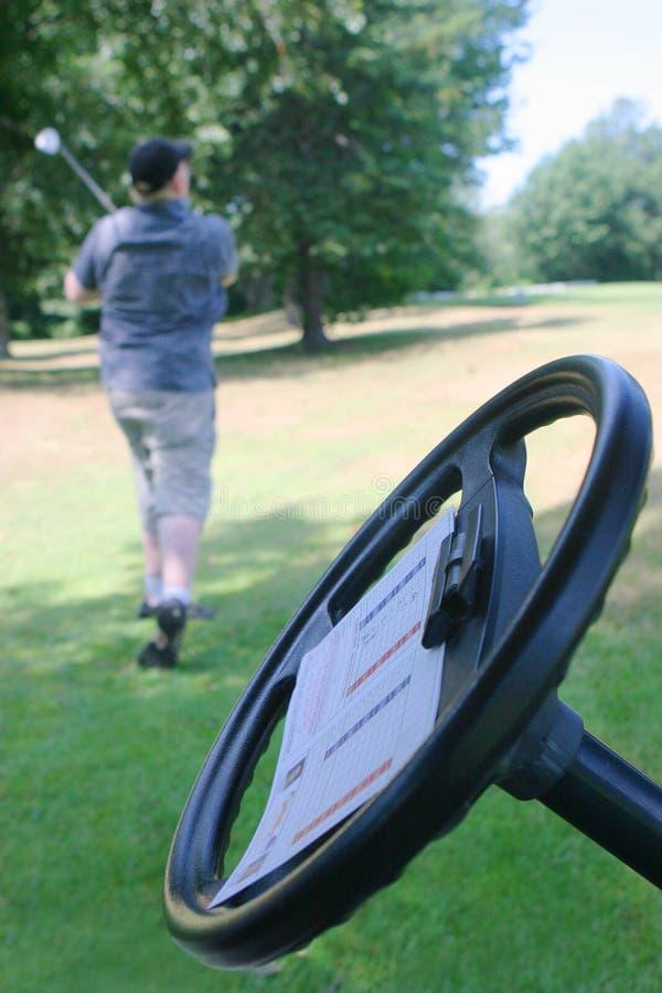 Homem que joga o golfe fotos de stock
