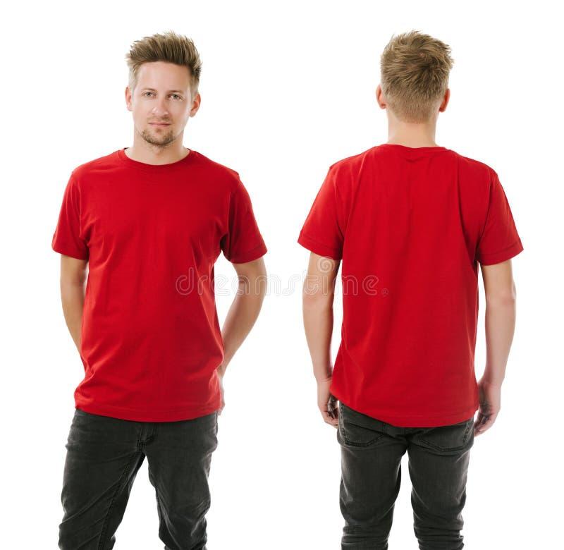 Homem que levanta com a camisa vermelha vazia imagem de stock