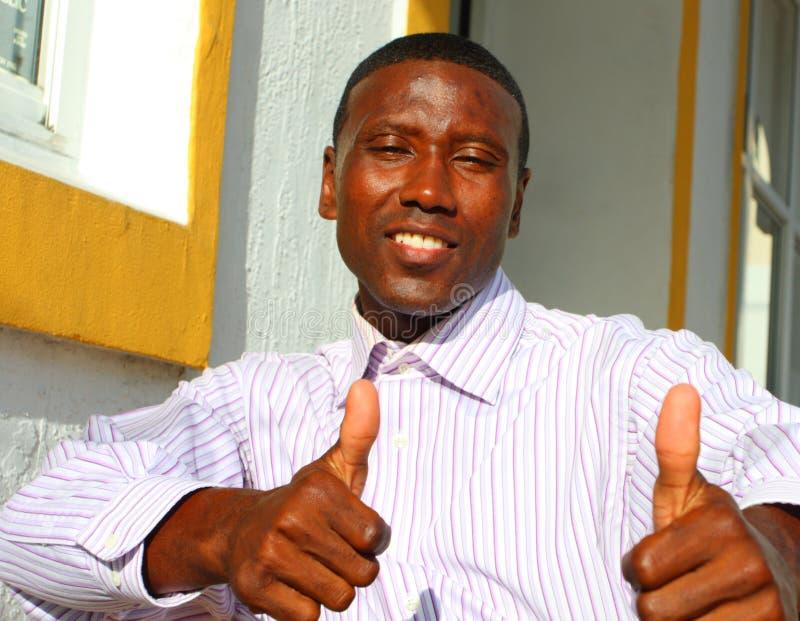Homem que mostra os polegares acima imagem de stock royalty free