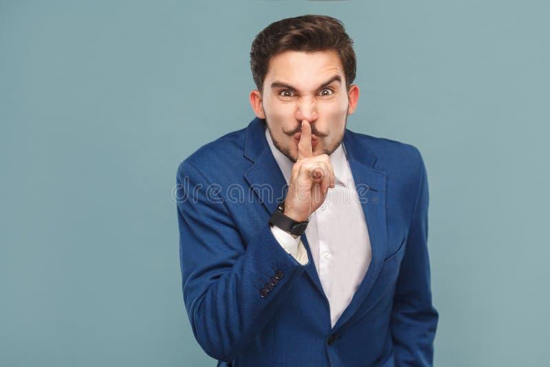 Homem que mostra shh, sinal do silêncio fotografia de stock royalty free