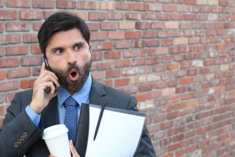 Homem que obtém más notícias no telefone fotos de stock royalty free