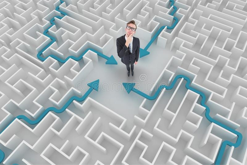Homem que pensa em um labirinto fotografia de stock royalty free