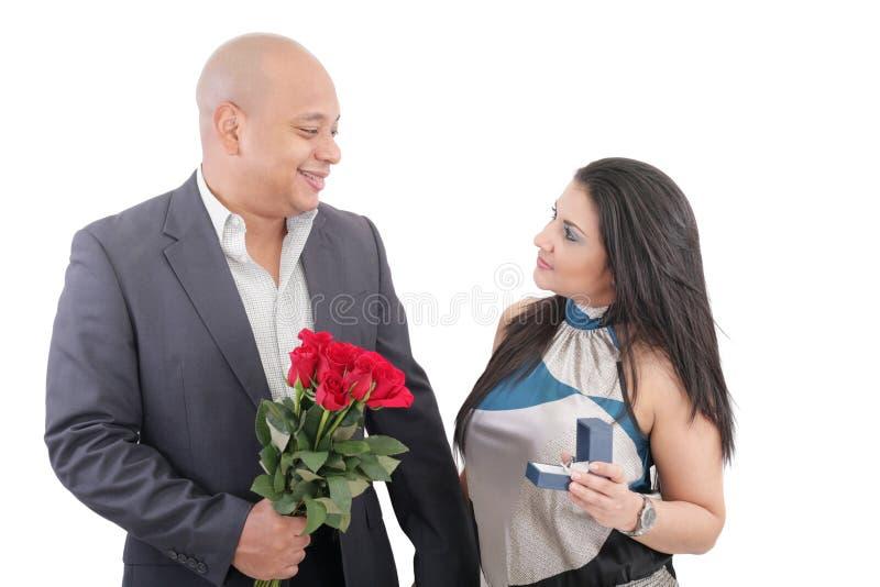 Homem que propõe a uma mulher foto de stock