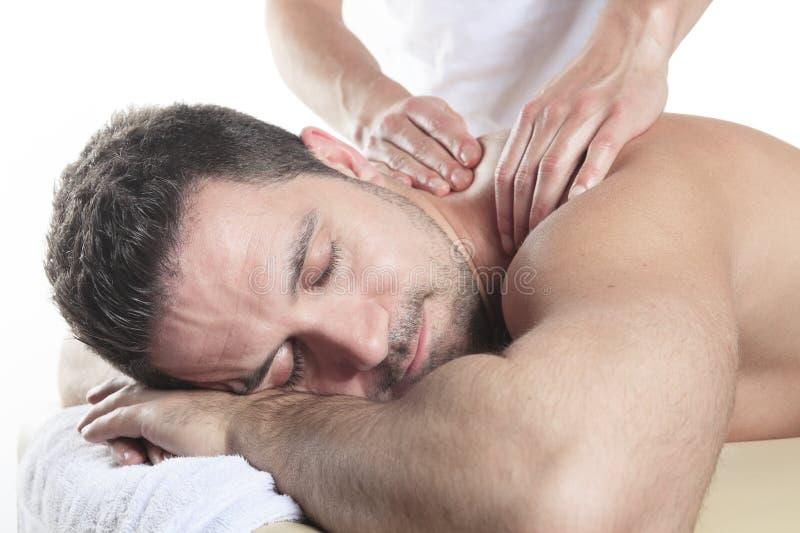 Homem que recebe a massagem de Shiatsu de um profissional imagens de stock royalty free