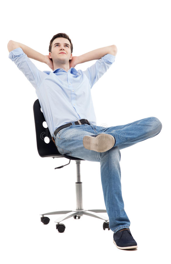 Homem que relaxa na cadeira fotos de stock royalty free