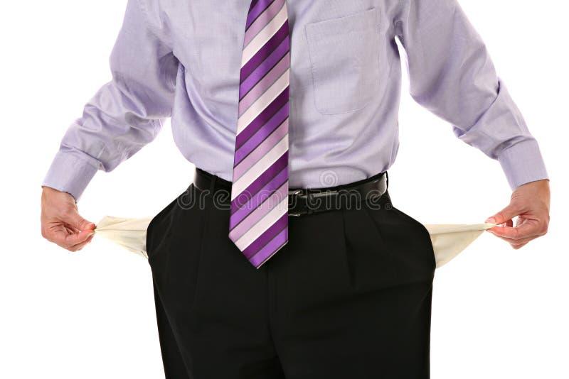 Homem que retira os bolsos vazios isolados foto de stock royalty free