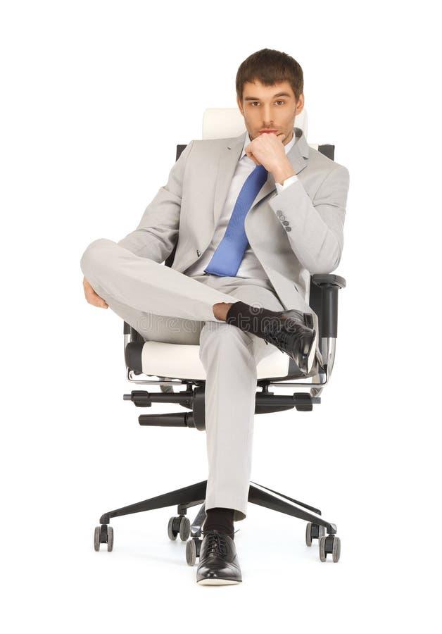 Homem que senta-se na cadeira fotos de stock royalty free