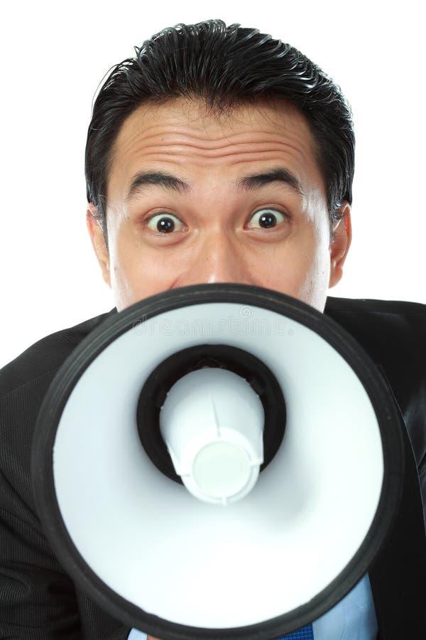 Homem que shouting usando o megafone fotos de stock