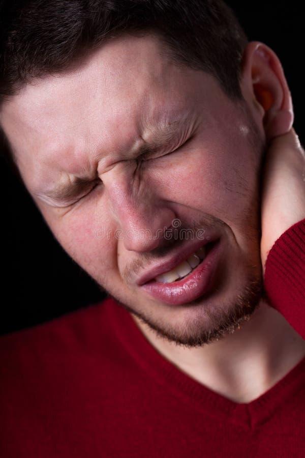 Homem que sofre da dor de cabeça fotos de stock royalty free