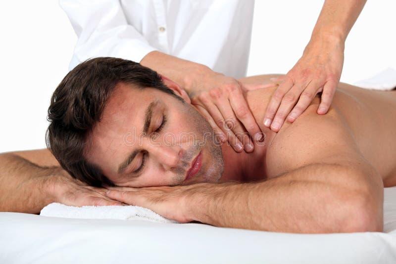 Homem que tem uma massagem fotografia de stock royalty free