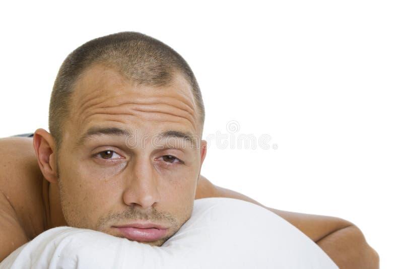 Homem que tenta dormir imagem de stock royalty free