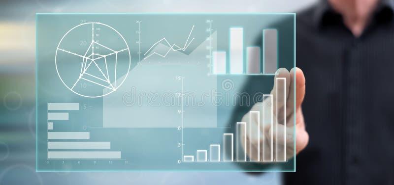 Homem que toca em um conceito da análise de dados ilustração do vetor